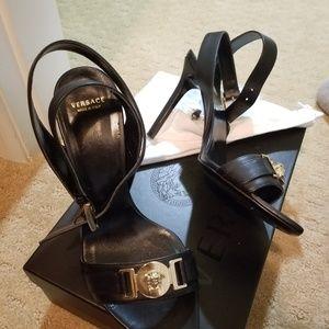 Size 39 ladies black Versace stilettos